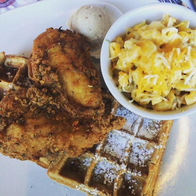 Knowing I'd have chicken and waffles with mac and cheese after the 6 mile run was pretty motivating